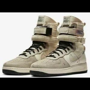 Nike SF AF1 Air Force AT4647-100  Size 7.5